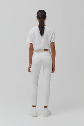 Pull & Bear Kadın Beyaz Süper Yüksek Bel Slim Fit Mom Jeans 3
