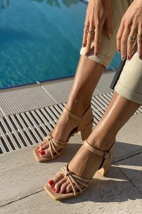 İnan Ayakkabı Küt Burun 4 Bant Düğümlü Topuklu Sandalet 1