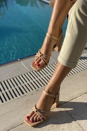 İnan Ayakkabı Küt Burun 4 Bant Düğümlü Topuklu Sandalet 2