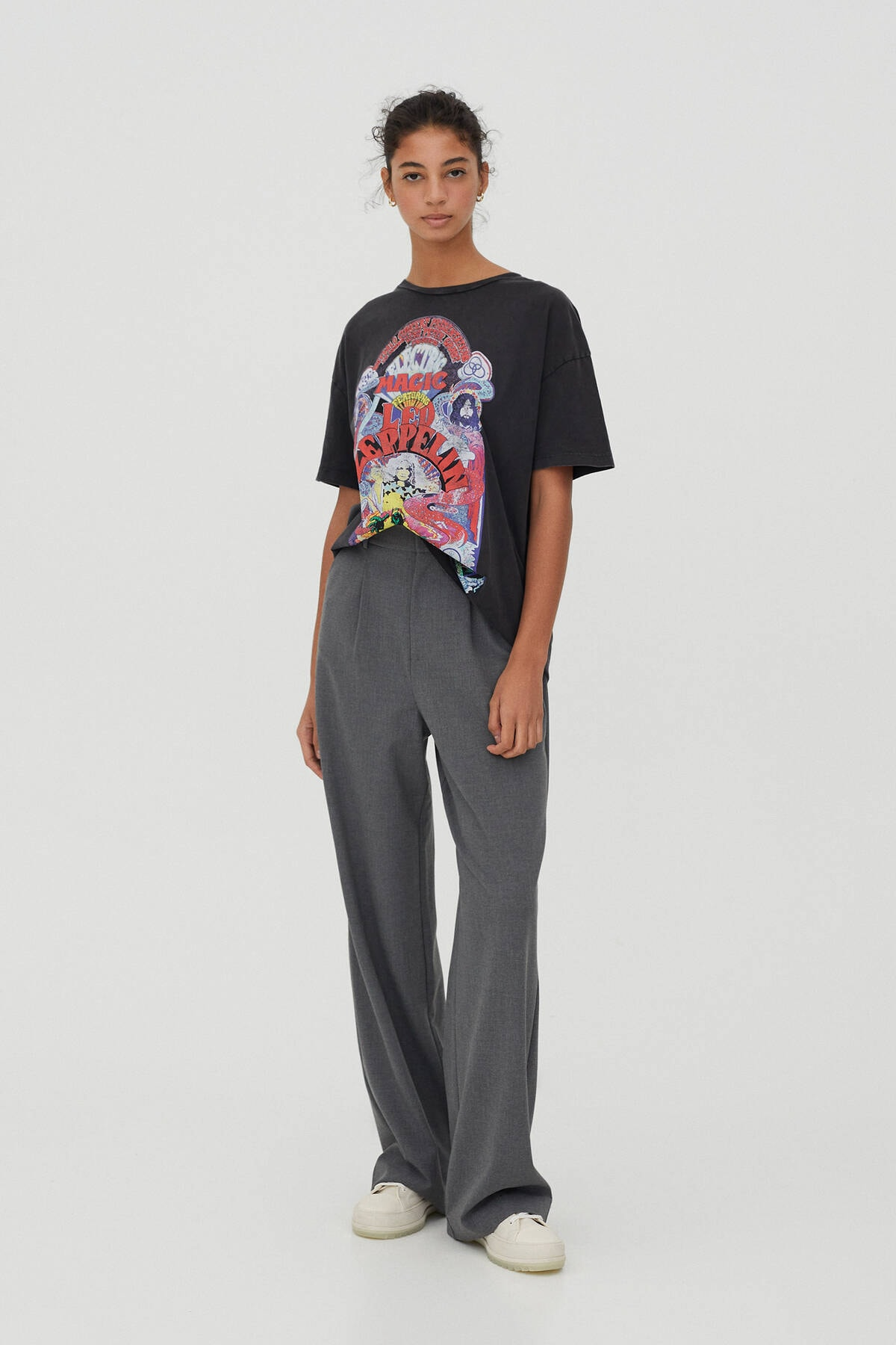 Pull & Bear Kadın Soluk Siyah Led Zeppelin Electric Magic Görselli T-Shirt 09247321 1