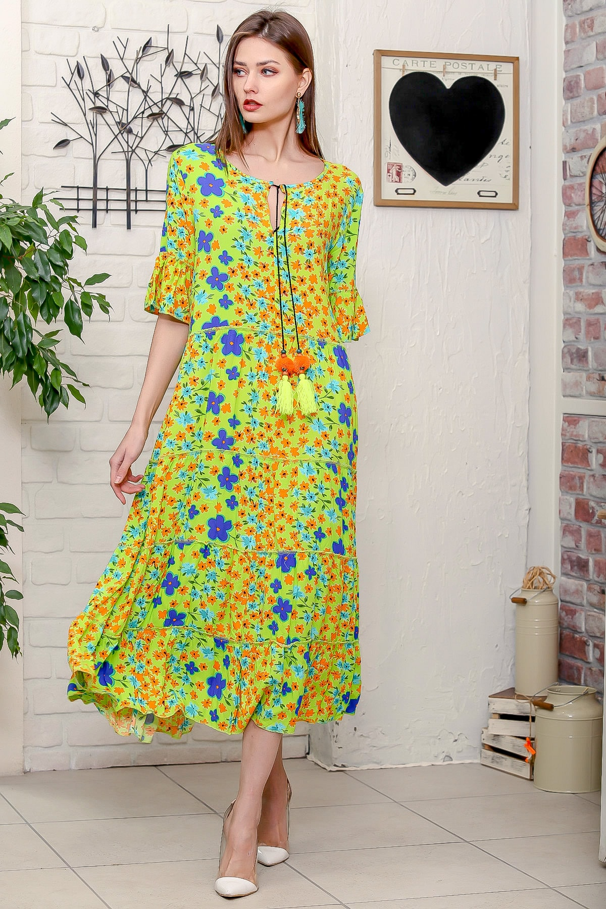 Chiccy Kadın Fıstık Yeşili Mor Menekşe Desenli Püskül Bağcıklı Kat Kat Salaş Uzun Elbise 1
