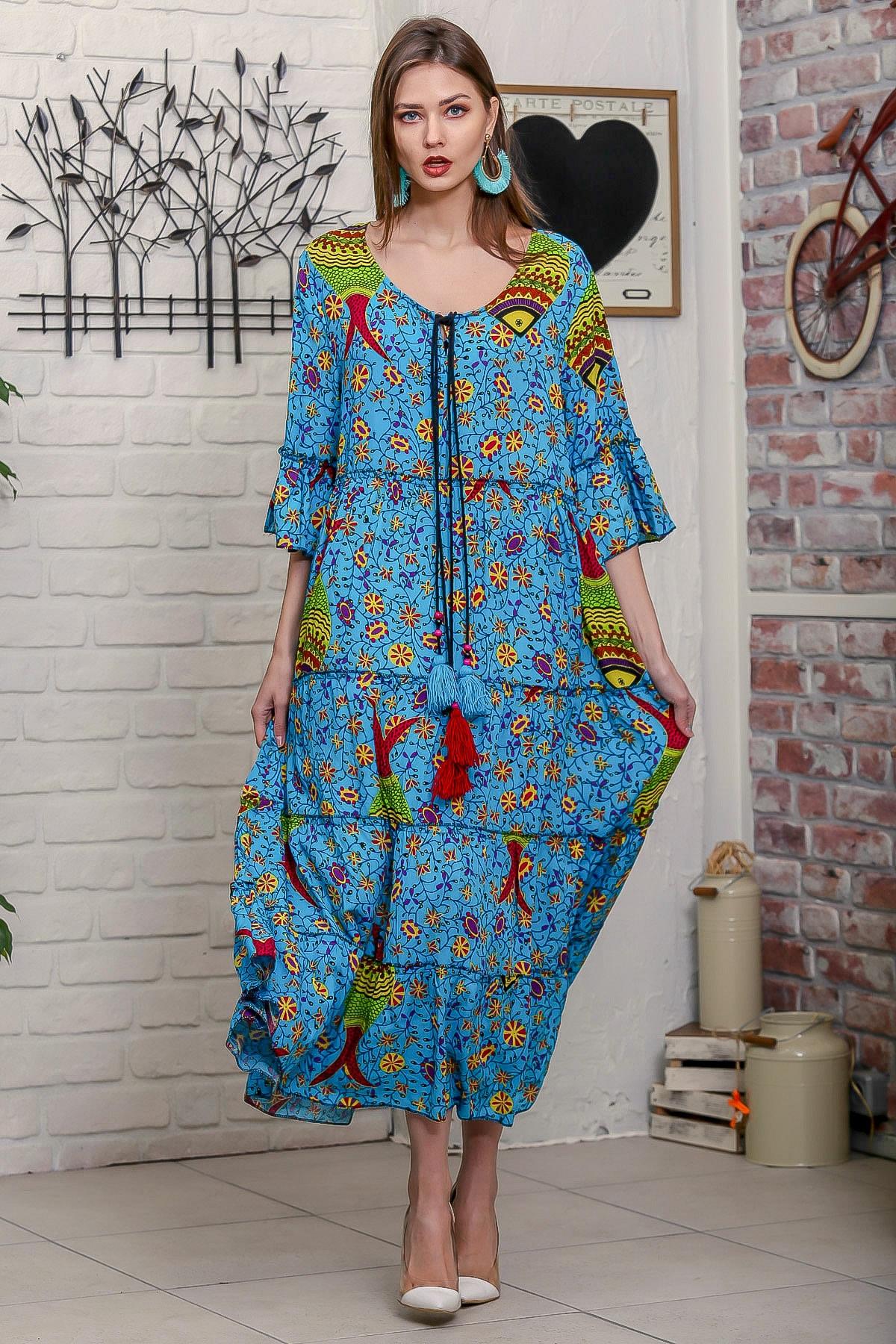 Chiccy Kadın Mavi Çini Balık Desenli Püskül Bağcıklı Kat Kat Salaş Uzun Elbise 1