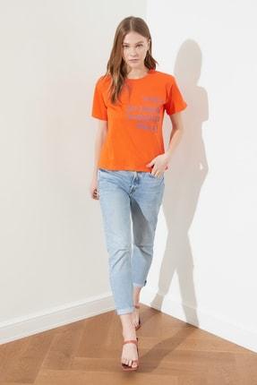 TRENDYOLMİLLA Turuncu Semi-Fitted Baskılı Örme T-Shirt TWOSS20TS0572 2