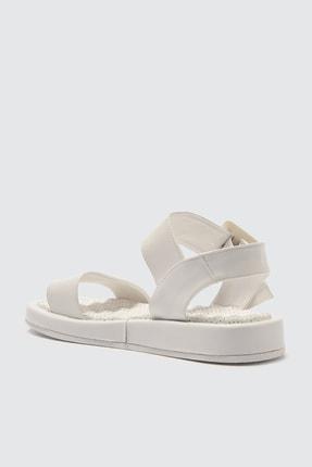 Trendyol Shoes Beyaz Kalın Tabanlı Tokalı Kadın Sandalet TAKSS21SD0032 3