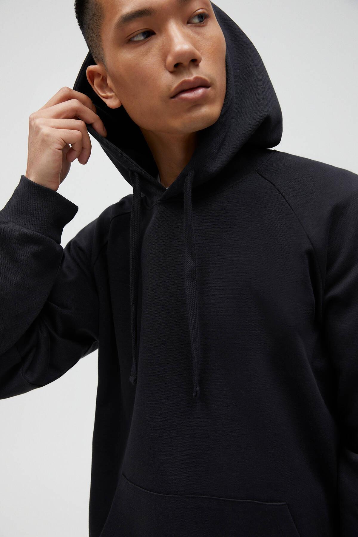 Pull & Bear Erkek Siyah Basic Comfort Fit Kapüşonlu Sweatshirt - En Az %75 Organik Pamuklu 04592900 4