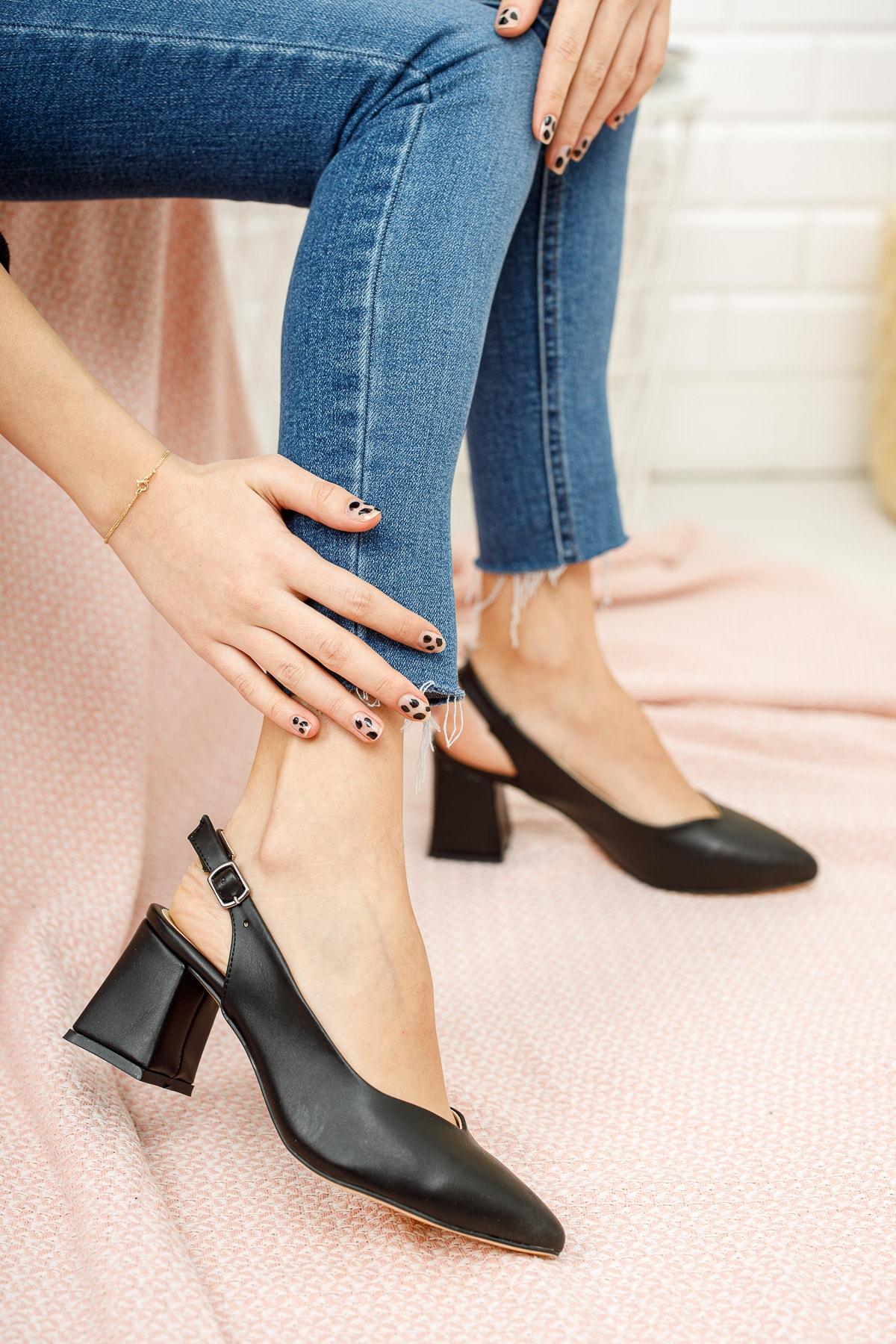 Siyah Cilt Kadın Klasik Topuklu Ayakkabı