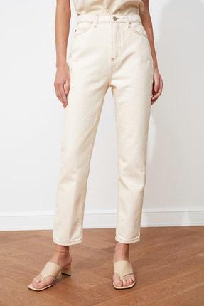 TRENDYOLMİLLA Ekru Yüksek Bel Mom Jeans TWOSS20JE0200 2