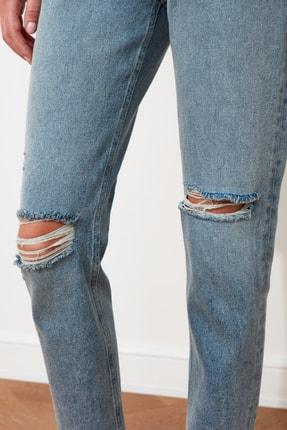 TRENDYOLMİLLA Mavi Yırtık Detaylı Yüksek Bel Mom  Jeans TWOSS20JE0353 4