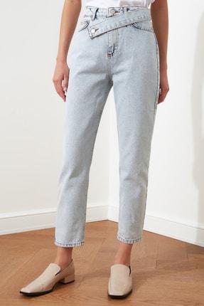 TRENDYOLMİLLA Mavi Asimetrik Kapamalı Yüksek Bel Mom Jeans TWOAW21JE0119 3