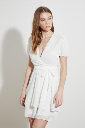 TRENDYOLMİLLA Beyaz Kuşaklı Dokulu Kumaşlı Elbise TWOSS21EL1202 2
