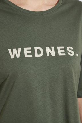 TRENDYOLMİLLA Açık Haki Baskılı Loose Örme T-Shirt TWOSS21TS0538 3