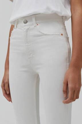 Pull & Bear Kadın Beyaz Süper Yüksek Bel Slim Fit Mom Jeans 4