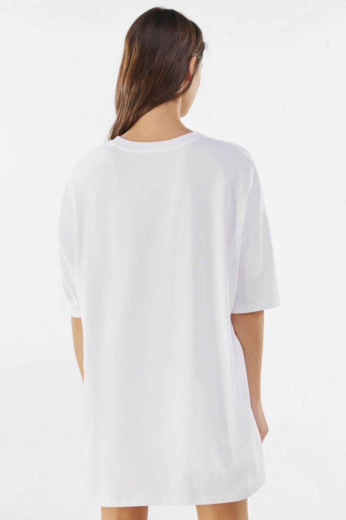 Bershka Kadın Beyaz Desenli Oversize T-Shirt 01971987 1