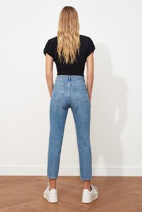 TRENDYOLMİLLA Mavi Çift Düğmeli Yüksek Bel Mom Jeans TWOSS21JE0153 4