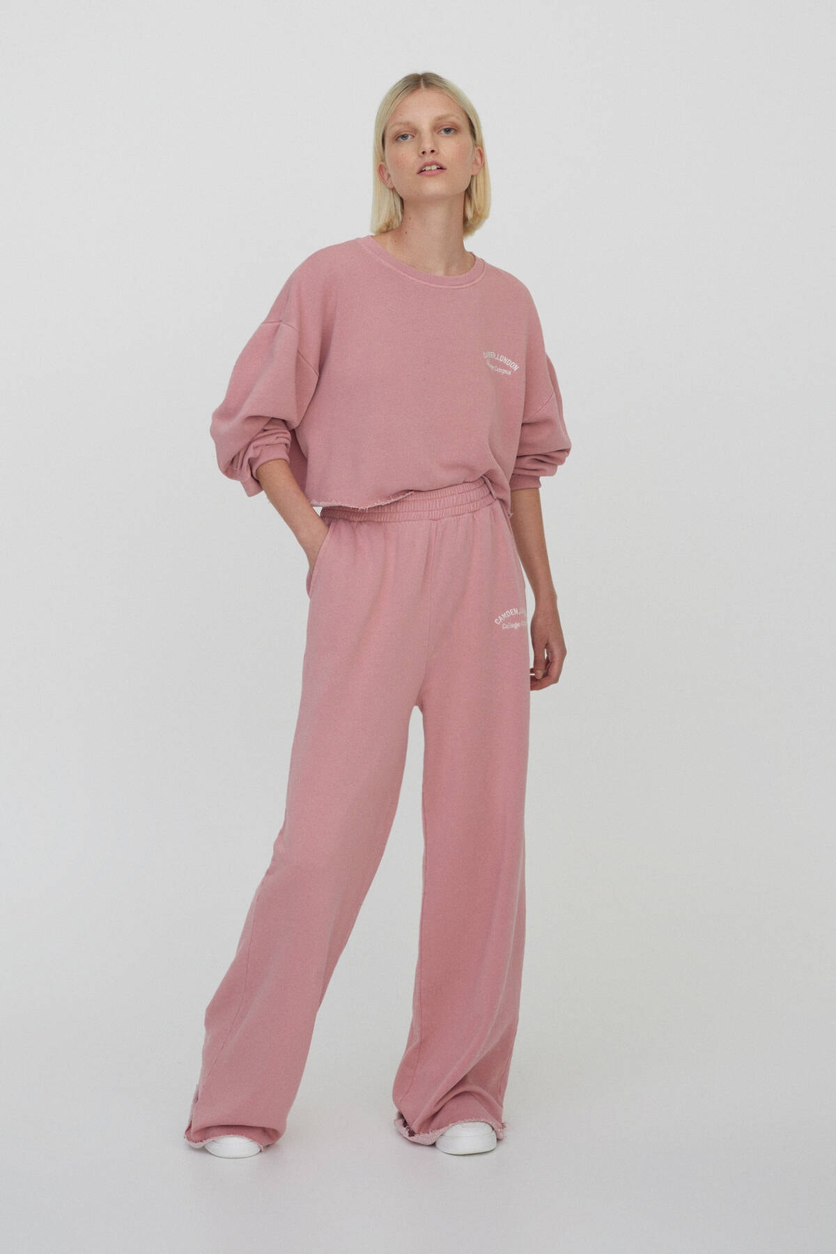 Pull & Bear Kadın Pembe Slogan İşlemeli Jogging Fit Pantolon 04676340 0