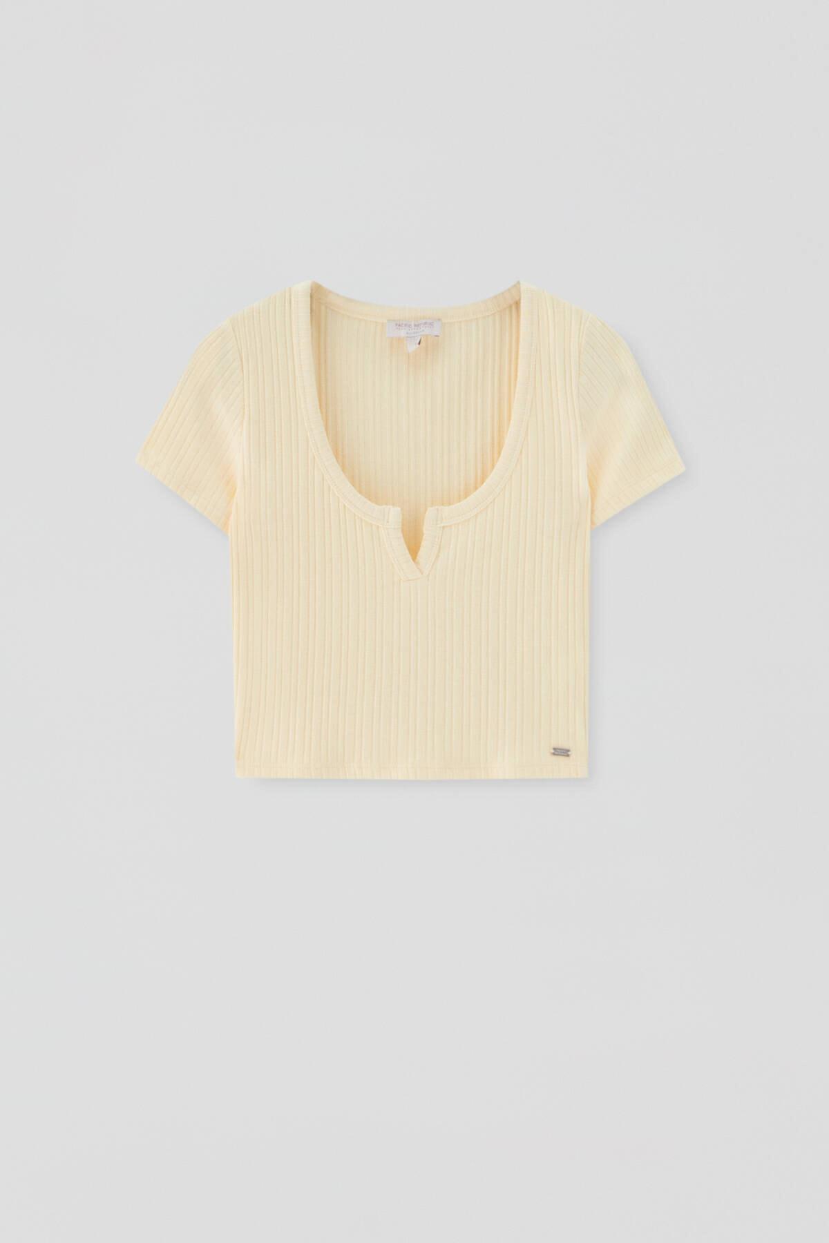 Pull & Bear Kadın Sarı Açıklık Detaylı Yakalı T-Shirt 4