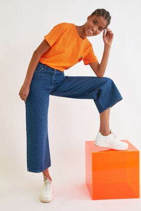 TRENDYOLMİLLA Turuncu Semifitted Nakışlı Örme T-Shirt TWOSS21TS0338 2