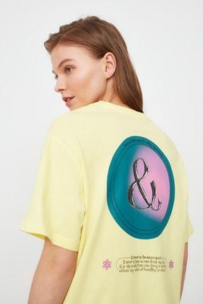 TRENDYOLMİLLA Sarı Baskılı Boyfriend Örme T-Shirt TWOSS21TS2099 4
