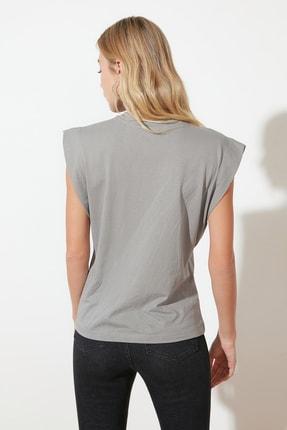 TRENDYOLMİLLA Gri Kolsuz Basic Örme T-Shirt TWOSS20TS0021 4