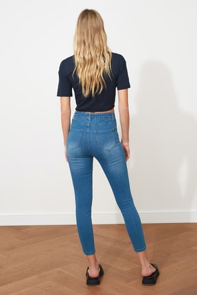 TRENDYOLMİLLA Mavi Yüksek Bel Skinny Jeans TWOSS20JE0302 4