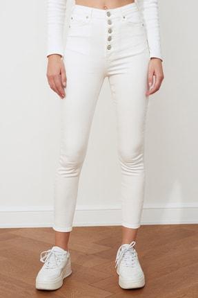 TRENDYOLMİLLA Beyaz Önden Düğmeli Yüksek Bel Skinny Jeans TWOSS20JE0443 4