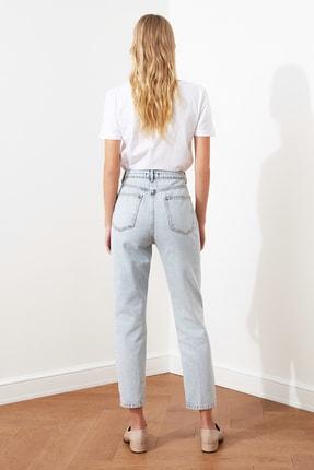 TRENDYOLMİLLA Mavi Asimetrik Kapamalı Yüksek Bel Mom Jeans TWOAW21JE0119 4
