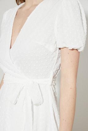 TRENDYOLMİLLA Beyaz Kuşaklı Dokulu Kumaşlı Elbise TWOSS21EL1202 3