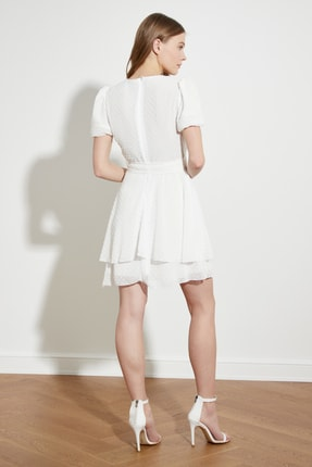 TRENDYOLMİLLA Beyaz Kuşaklı Dokulu Kumaşlı Elbise TWOSS21EL1202 4