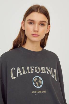 Pull & Bear Kadın Kolej Logolu Sweatshirt 3