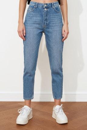 TRENDYOLMİLLA Mavi Çift Düğmeli Yüksek Bel Mom Jeans TWOSS21JE0153 3