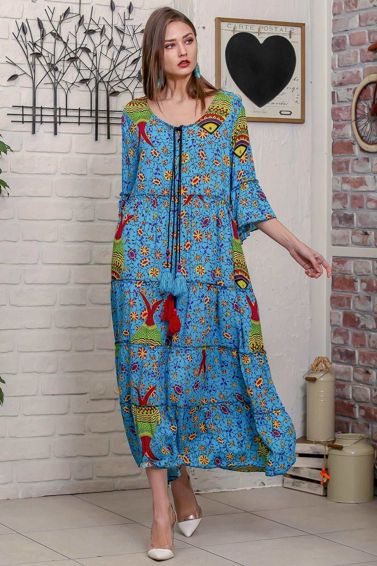 Chiccy Kadın Mavi Çini Balık Desenli Püskül Bağcıklı Kat Kat Salaş Uzun Elbise 2
