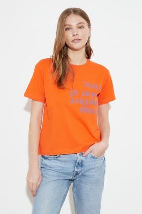 TRENDYOLMİLLA Turuncu Semi-Fitted Baskılı Örme T-Shirt TWOSS20TS0572 1