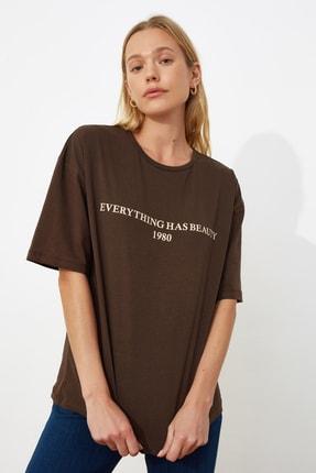TRENDYOLMİLLA Kahverengi Baskılı Loose Kalıp Örme T-shirt TWOSS19GH0034 1