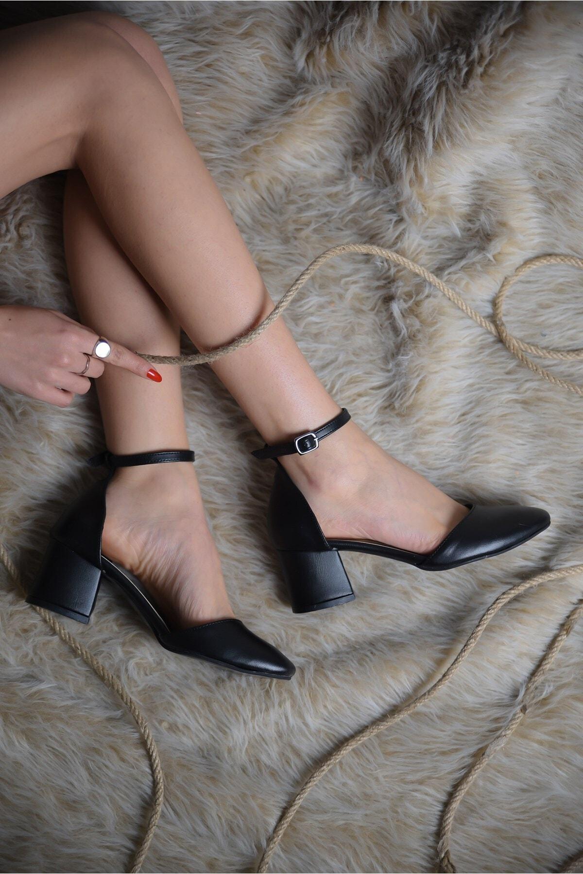 Kadın Siyah Cordon Yuvarlak Burun Topuklu Ayakkabı