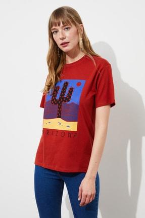 TRENDYOLMİLLA Tarçın Baskılı Boyfriend Örme T-Shirt TWOSS21TS1653 2