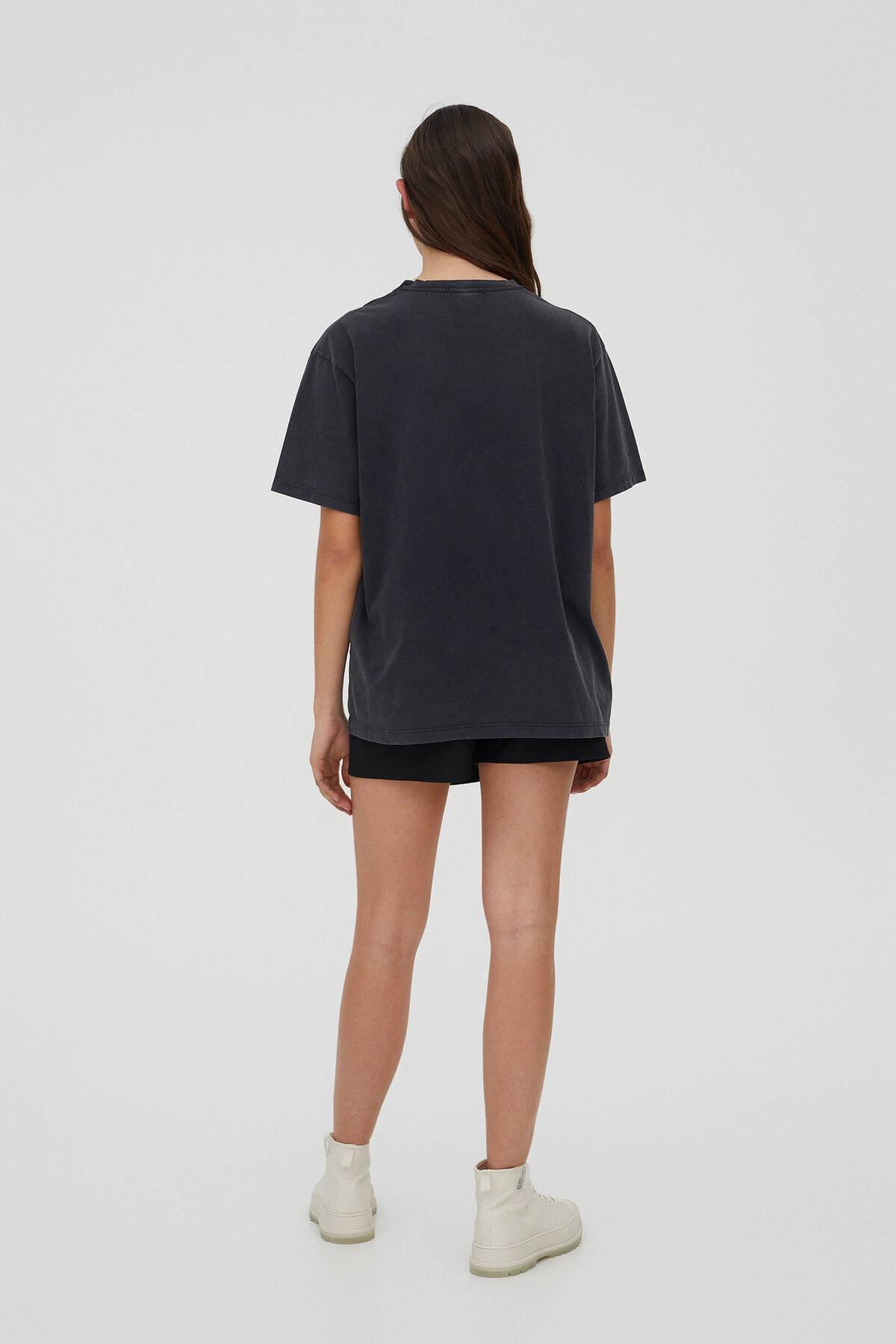 "Pull & Bear Kadın Soluk Siyah ""Enjoy!"" Sloganlı Coca-Cola T-Shirt 09247322 2"