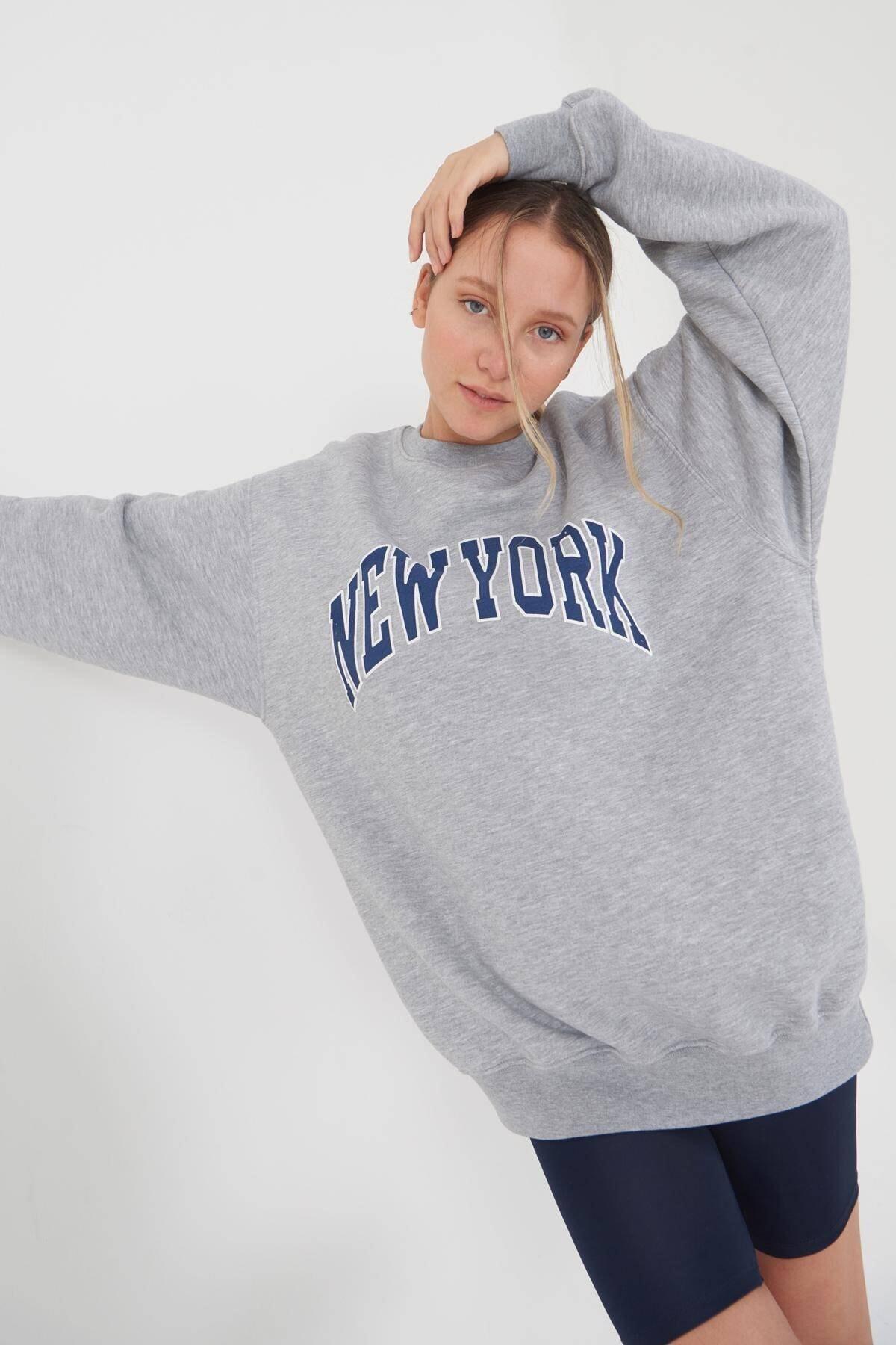 Kadın Gri Melanj Yazı Detaylı Sweatshirt S9529 - L6 Adx-0000023812