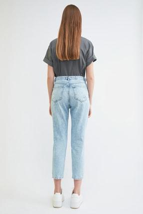 TRENDYOLMİLLA Mavi Yırtık Detaylı Yüksek Bel Mom Jeans TWOSS21JE0150 4