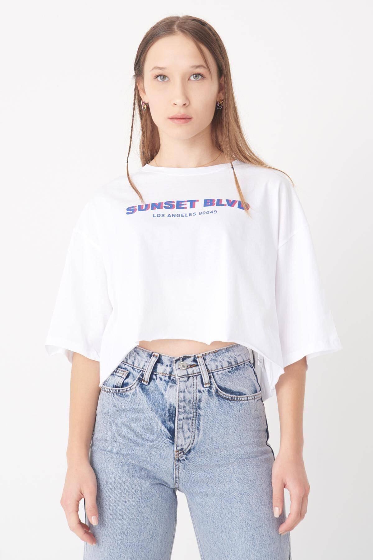 Kadın Beyaz Yazılı Lazer Kesim T-Shirt P0975 - T11 Adx-0000022405