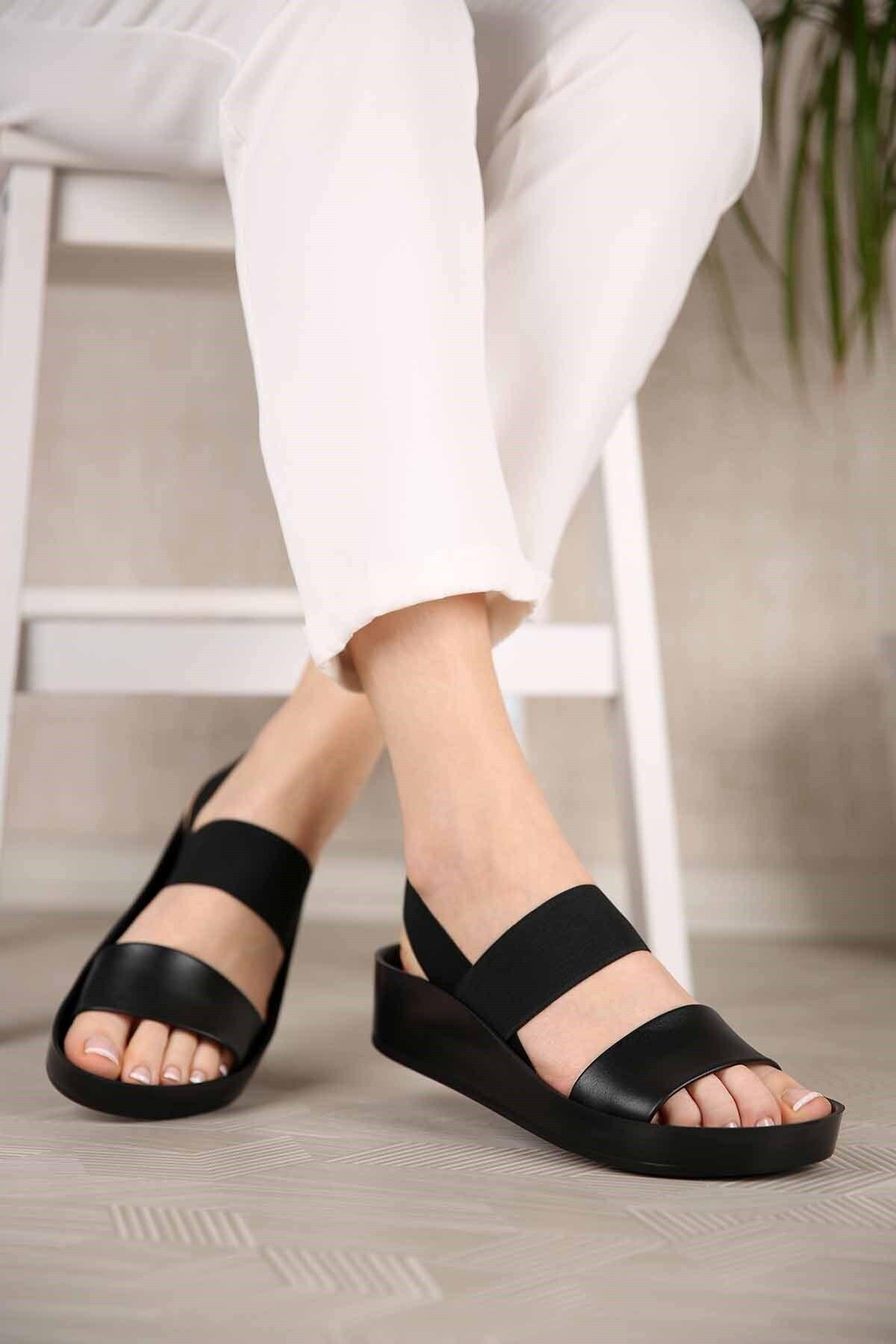 Kadın Lastikli Sandalet Siyah Cilt