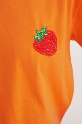TRENDYOLMİLLA Turuncu Semifitted Nakışlı Örme T-Shirt TWOSS21TS0338 3