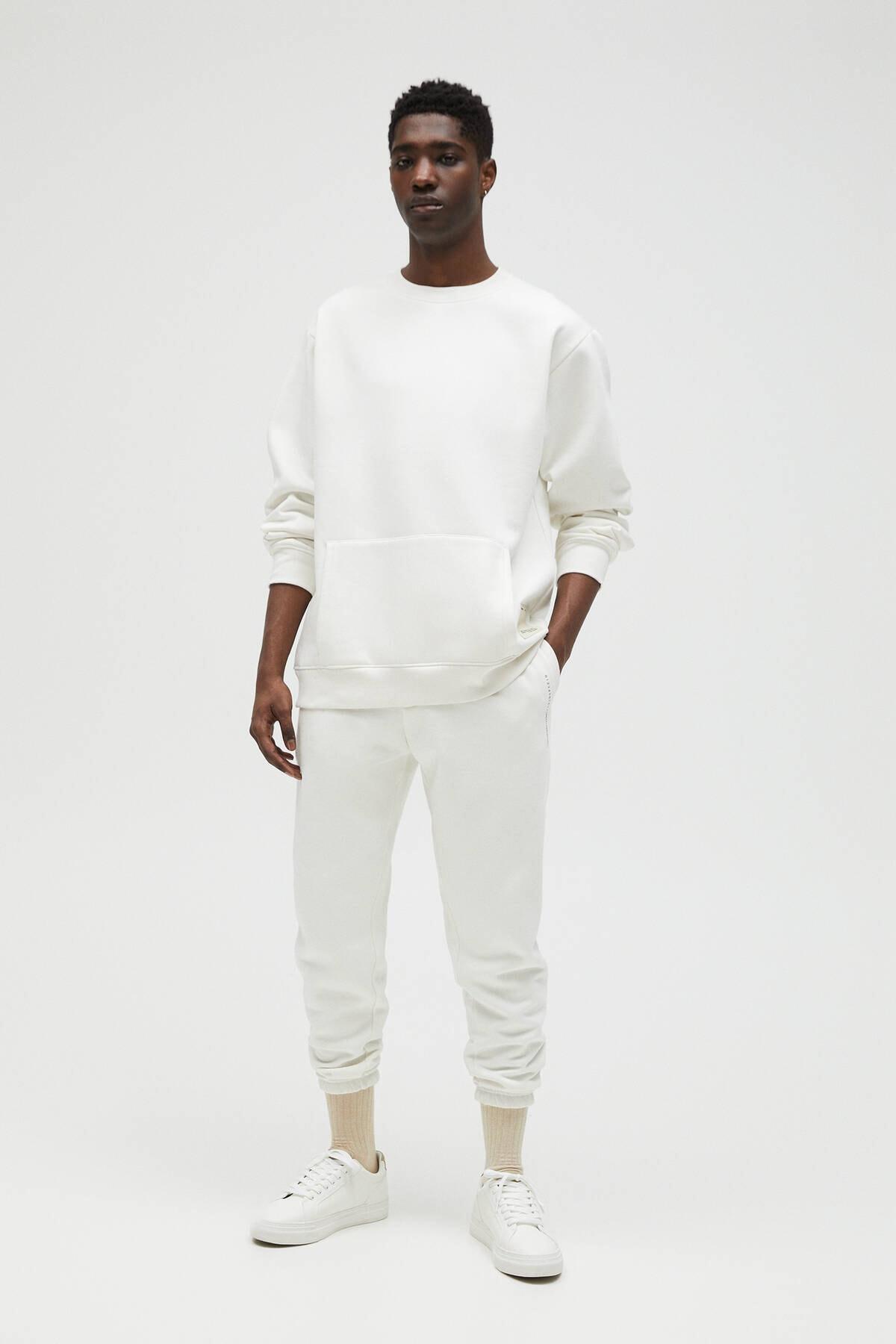 Pull & Bear Erkek Kırık Beyaz Cepli Logo İşlemeli Sweatshirt 04591561 2