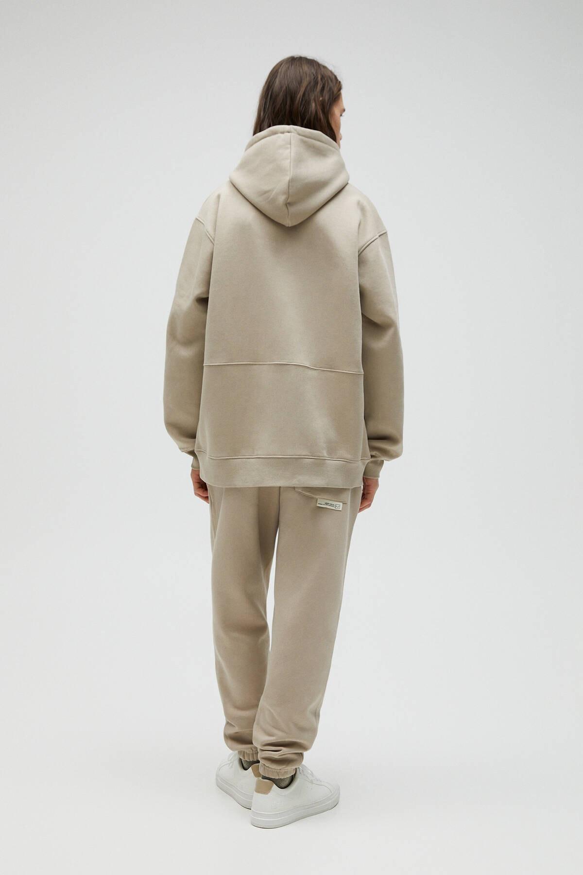 Pull & Bear Erkek Kum Rengi Kapüşonlu Oversize Sweatshirt 04591560 3