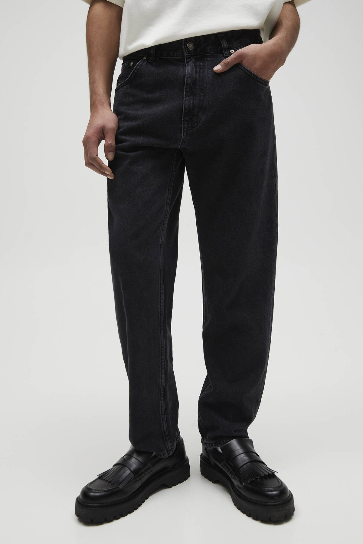 Pull & Bear Erkek Soluk Siyah Vintage Straight Fit Jean 04685522 0
