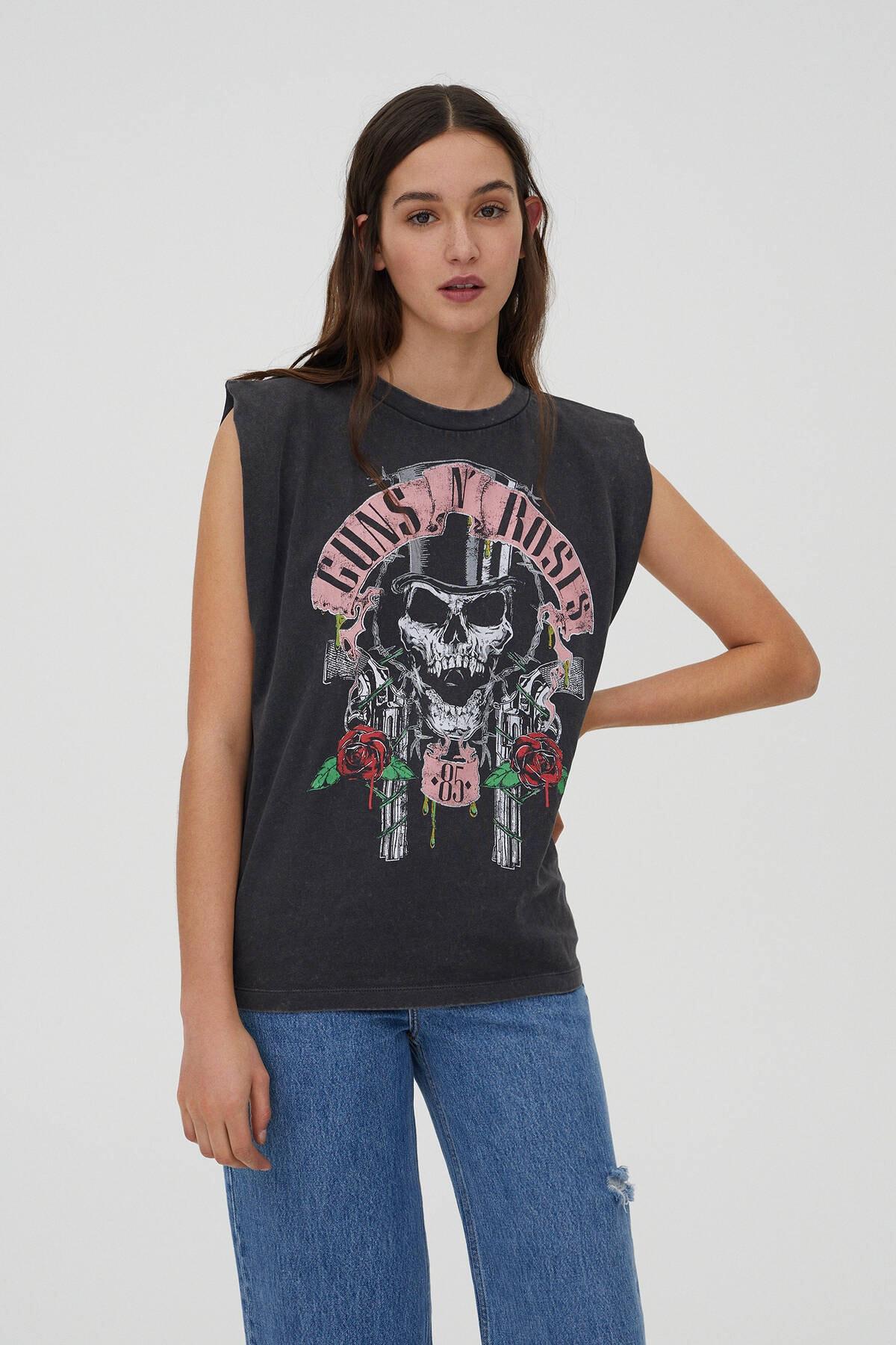 Pull & Bear Kadın Soluk Siyah Omuz Detaylı Guns N' Roses T-Shirt 09249347 0