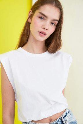 TRENDYOLMİLLA Beyaz Vatkalı Crop Örme T-Shirt TWOSS21TS0379 1