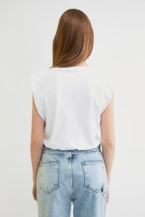TRENDYOLMİLLA Beyaz Vatkalı Crop Örme T-Shirt TWOSS21TS0379 4