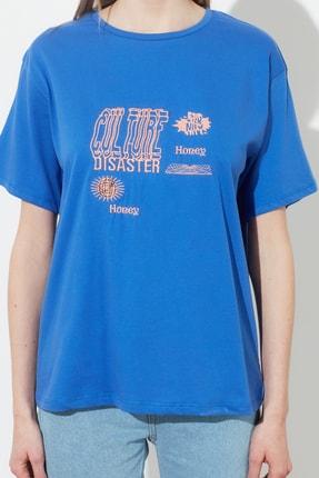 TRENDYOLMİLLA Mavi Baskılı Boyfriend Örme T-Shirt TWOSS21TS0635 3
