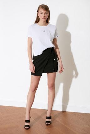 TRENDYOLMİLLA Beyaz Nakışlı Semifitted Örme T-Shirt TWOSS21TS0834 3