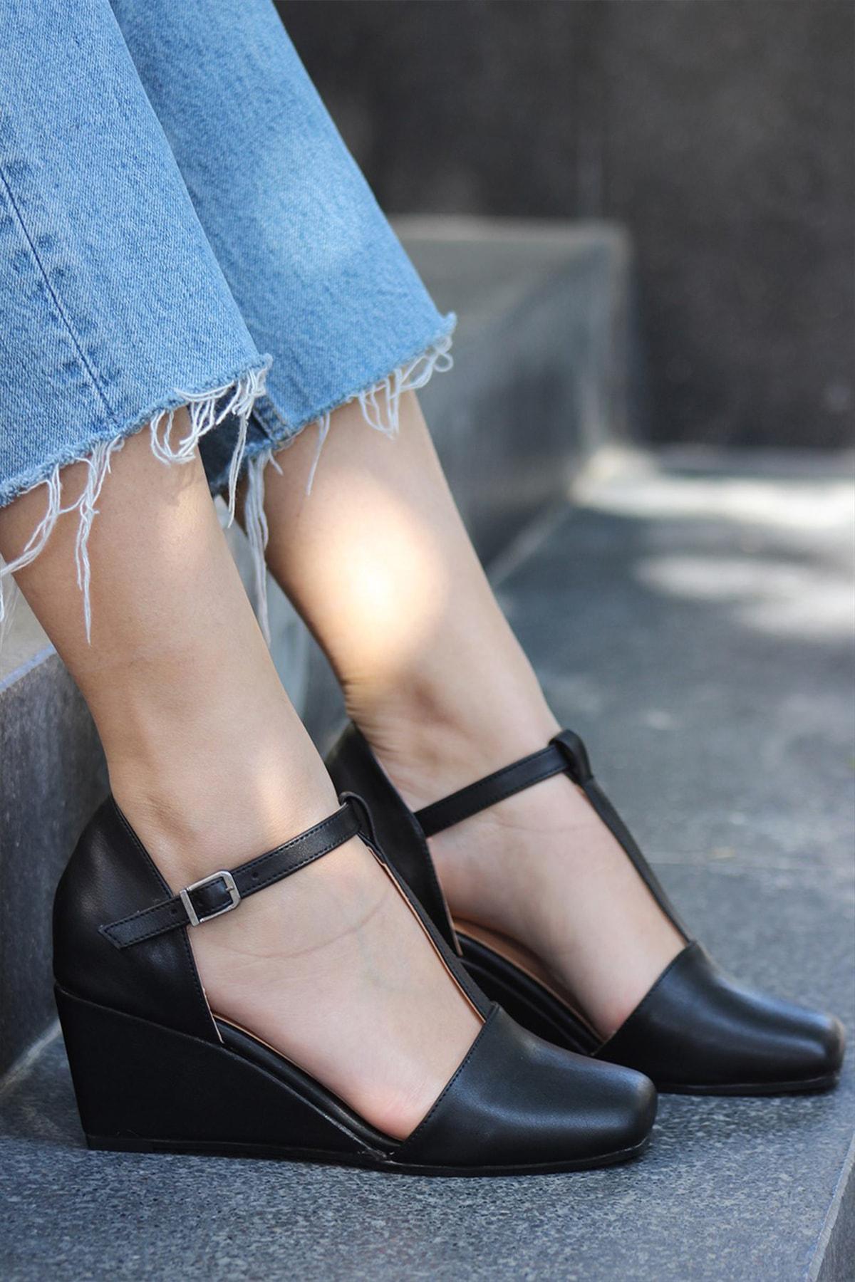 LUKKA Kadın Siyah Burun Kapalı Dolgu Sandalet